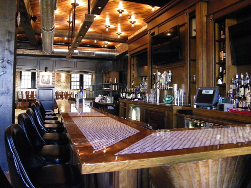 Bar at The Rose and Crown in Lewes, DE as seen in AmericanPublicHouseReview.com